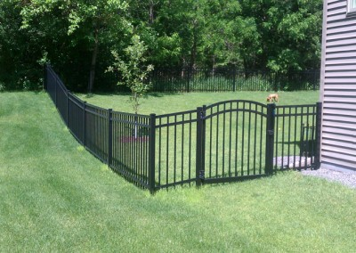 Aluminum closed Picket w/ Arched Gate