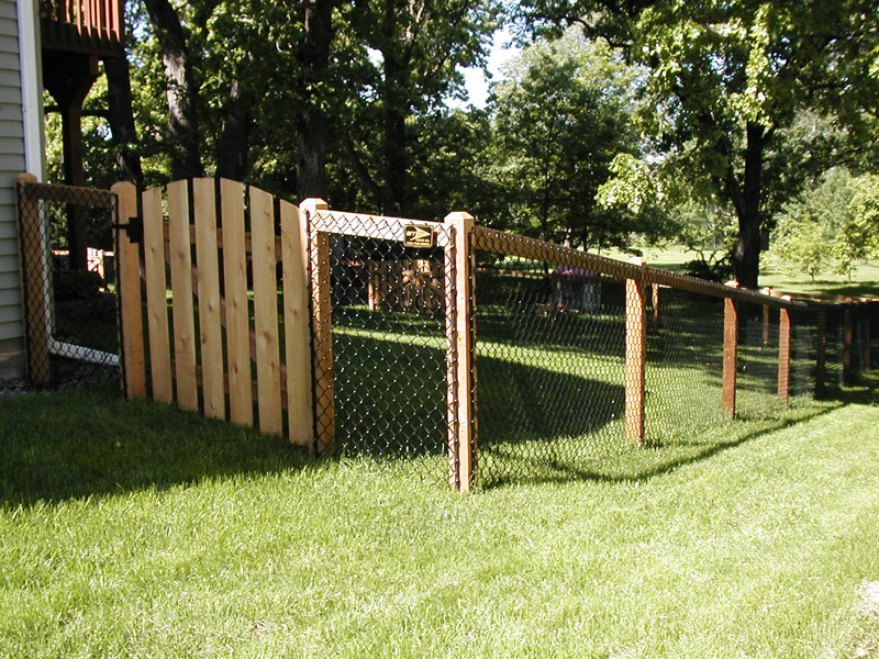 how to build a chain link fence with wood posts