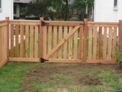 Cedar Closed Picket Fence w/ Walk Gate