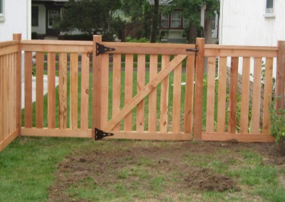 Cedar Closed Picket Fence w/ Walk Gate