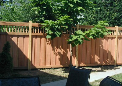 Cedar Privacy Spindle Top Fence w/ 2x4 Caps