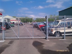 Chain Link Fence w/ Cantilever Gate
