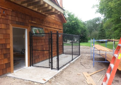 Vinyl Coated Chain Link Surface Mounted Dog Kennel
